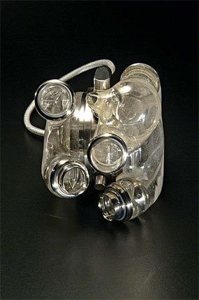 Artificial heart made of plastic and titanium
