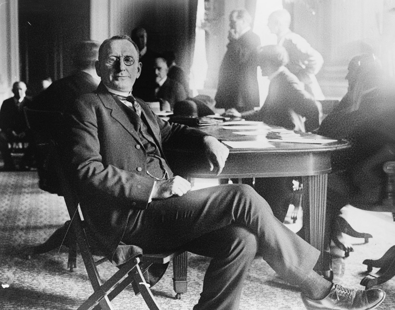 William J. Simmons, who founded the second Ku Klux Klan in 1915, seated at table during a House of Representatives committee investigation of Klan activity, October 1921 (Courtesy of Library of Congress)